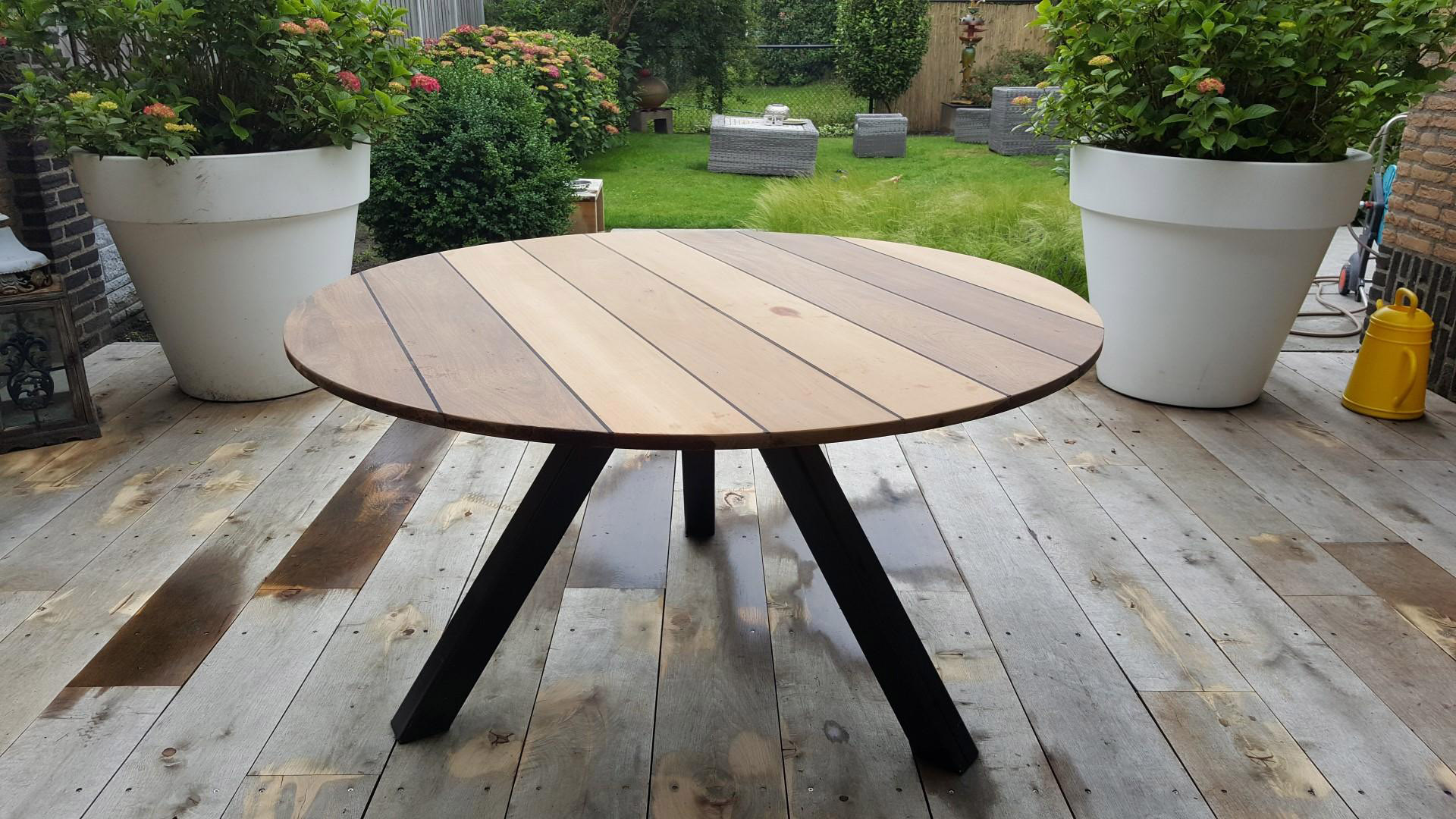 Toffe Tafel rond notenhout